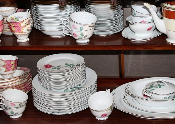 Dishing Out – Decluttering Your Cabinets